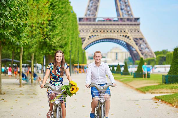 Сядь на велосипед в Париже и получи денег